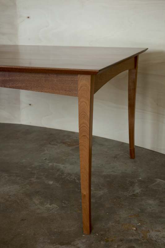 Lystra dining table, detail